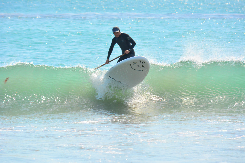 波間から覗くボトムのスマイルがかわいい!
